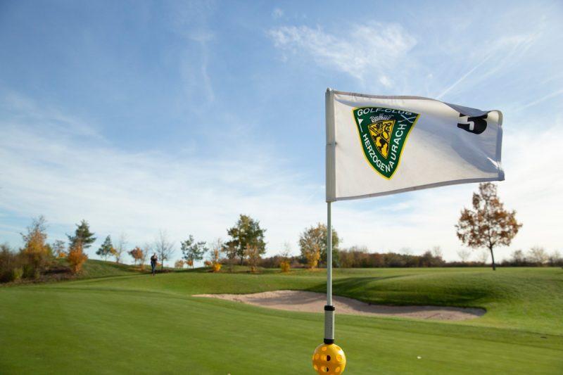 Golf-Club Herzogenaurach | Flagge und Platz